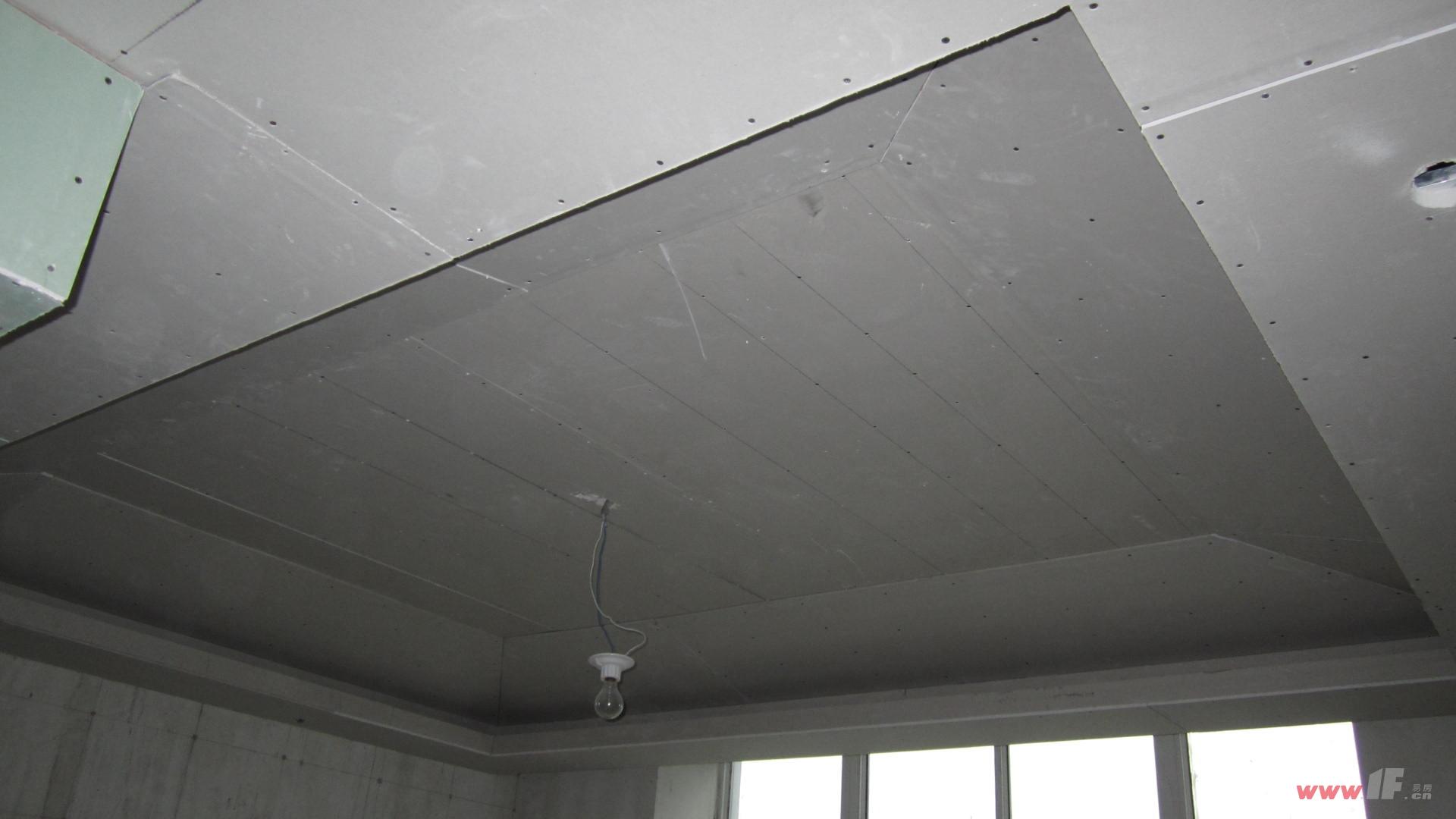 这是卫生间的防水石膏板吊顶;