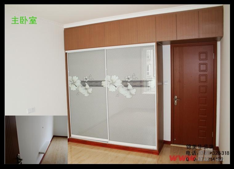 次卧室:品牌地板,大衣柜,电脑桌,书架,飘窗等;9.