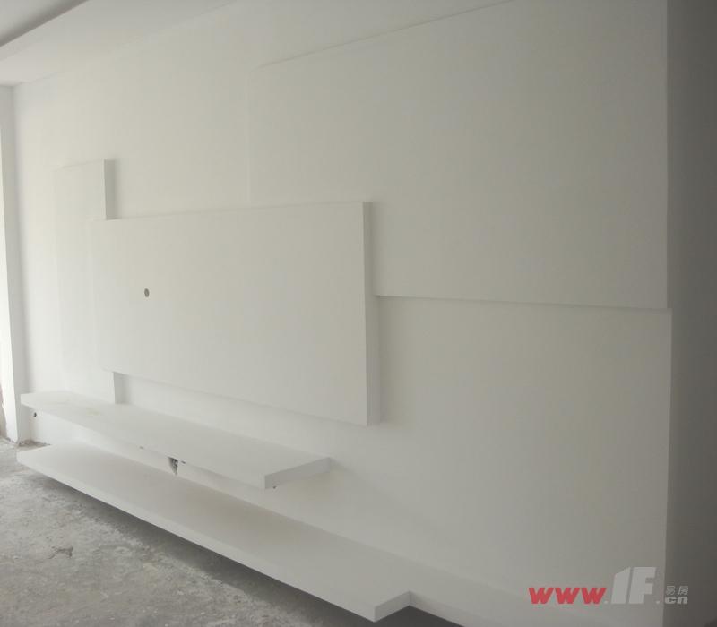 电视背景墙及吊顶施工与效果图的对比